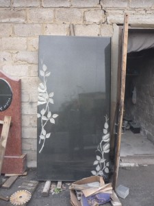 granitnye-pamjatniki-vystavka-02